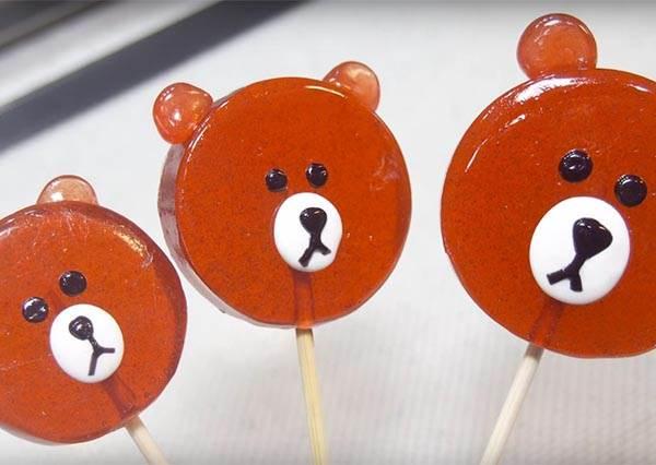 如果從小吃到大的棒棒糖DIY成精緻超萌的熊大,真的讓人覺得咬一口都是在犯罪啊!