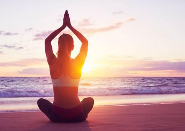 緊張摸胸口是自然反應? 原來壓這三個地方就能回復「沒問題」的平靜心情!