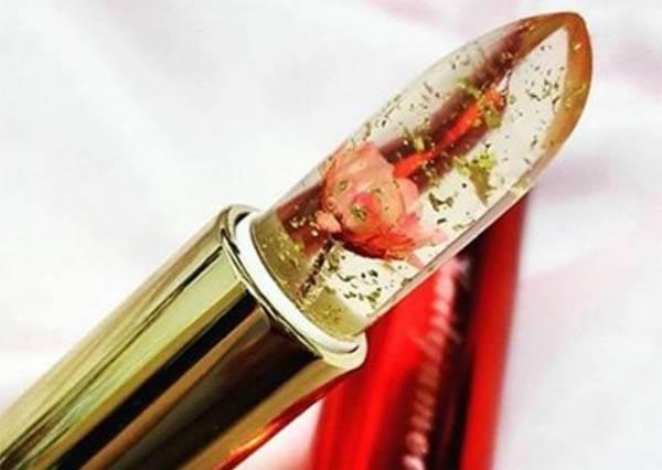 內含一朵小花的「Kailijumei口紅」就已經夠夢幻了,擦上後的變色才真的叫神奇!?