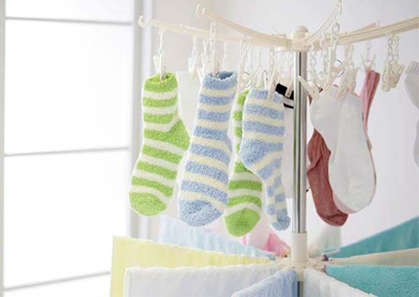 掛晾衣架的方法也有小技巧?讓晾在屋內的衣物快乾的4個訣竅!