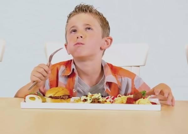 好想在漢堡肉上打滾啊!美味的漢堡排大餐,背後的真相原來是...