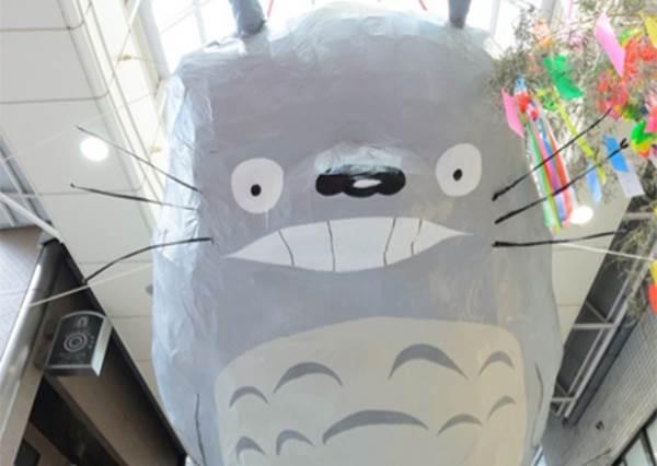 8月來東京不可錯過的3大夏日祭典!超大隻龍貓就掛在天上,是宮崎駿在辦趴嗎?