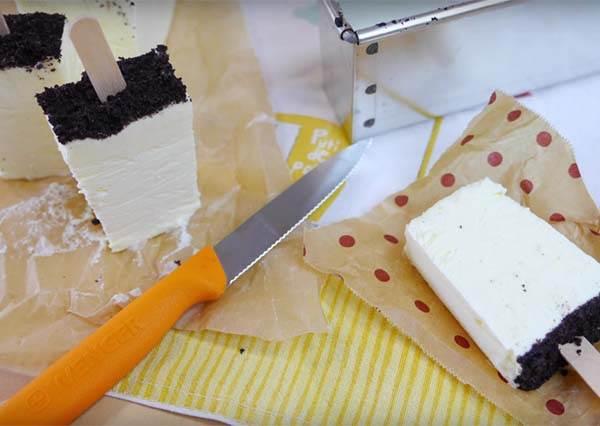 當她將這4種簡單材料混合在一起之後,「是冰棒也是蛋糕」的超強消暑聖品就誕生了!