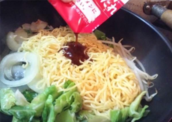 日本人都流行這樣在家吃拉麵!只要有加「鍋巴」,不用廚藝也能煮的好吃啊