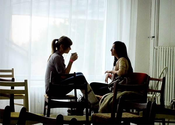 朋友談心事時該怎麼開導? 與其說「加油」,他更想聽你這樣講!