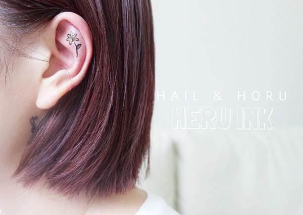 連頭髮塞耳後都有小驚喜!簡約小清新風的「耳後刺青」,可愛得讓人也好想要刺一個啊!