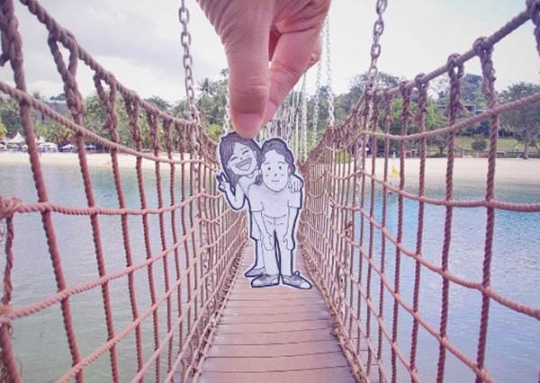 誰說放閃一定要入鏡!?情侶自製「手繪人偶」,連高難度的跳躍照都能輕鬆Get!