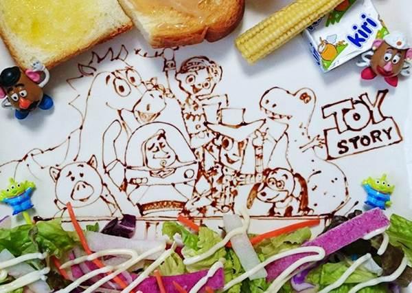 湯喝完,愛莉兒不就見不到王子?迪士尼成員們畫入餐盤裡,竟然還有劇情可以看!