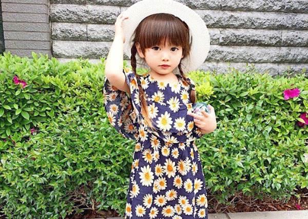 不止長超萌還很會穿!日本天使般小蘿莉,果然是遺傳到媽媽的麻豆臉孔!