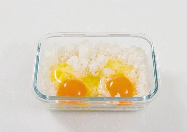 真假!?把剩飯放保鮮盒保存,竟能變化出4種5分鐘即食的米飯料理!?