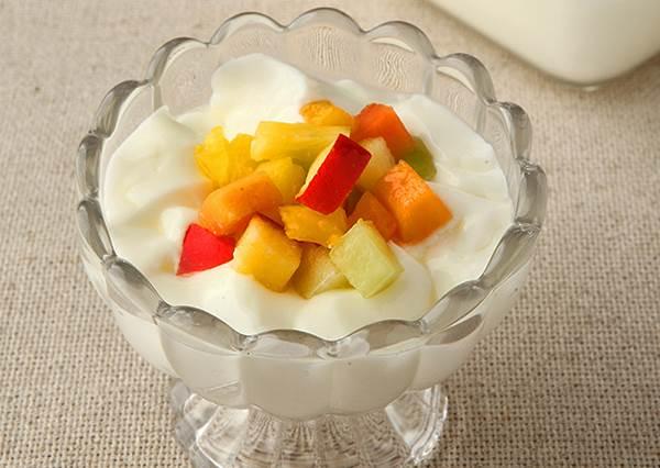 鮮奶+優格可以5步驟搞定「鮮果奶酪」? 還能學會避免「油水分離」就得靠冰塊的重要密技!