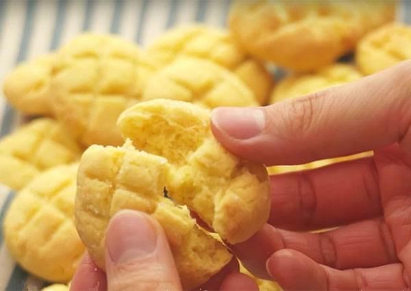 麵包咬下去竟然是脆的? 4種材料輕鬆DIY快手版「菠蘿麵包餅乾」!