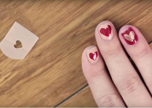 妳知道OK繃除了包紮傷口,還能畫出最適合情人節的愛心指彩嗎?