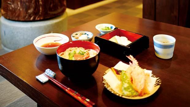 《台北6大排隊美食》尤其四公分厚杏桃鬆餅最夯!重點不膩還可以當早午餐吃