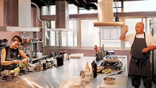 台北最新的私廚2.0餐廳!太少人還不給訂位?這種大長桌的吃飯體驗你一定要試試!