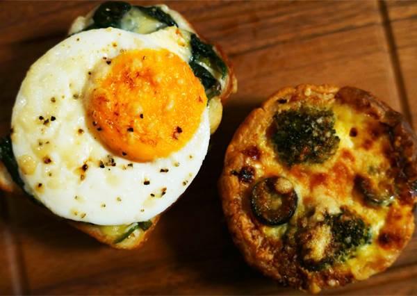 老字號麵包店果然不一樣!每天不同口味,但學生唯獨吃不膩的就是「太陽蛋法國麵包」