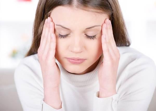手腳冰冷、雙頰卻發燙?原來是這種小病的症狀!放著不管還可能影響睡眠啊