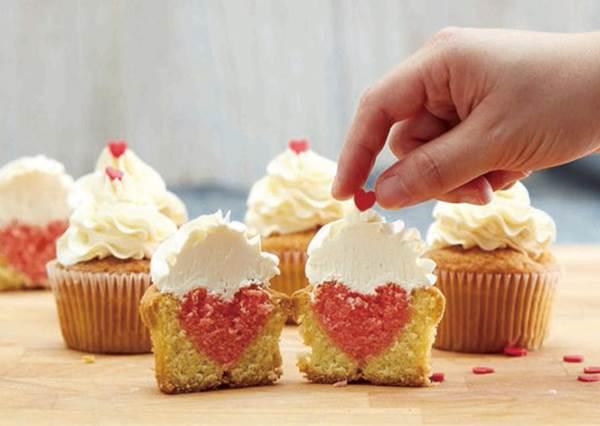 情人節DIY首選:切開來才能看到的「驚喜告白杯子蛋糕」!