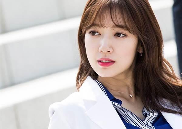 收視女王朴信惠最近在Doctors都靠這招畫出「天生光澤肌」! 韓國部落客超強仿妝全公開