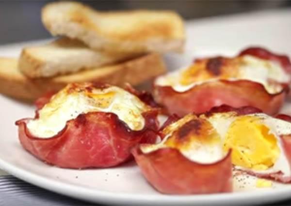 快手早餐新提案:打一個雞蛋到火腿裡吧,讓你吃的健康又美味!