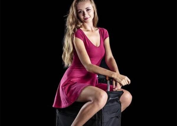 能坐就不站的懶人們一定要有!不只裝衣服,這個行李箱甚至還能「騎」?