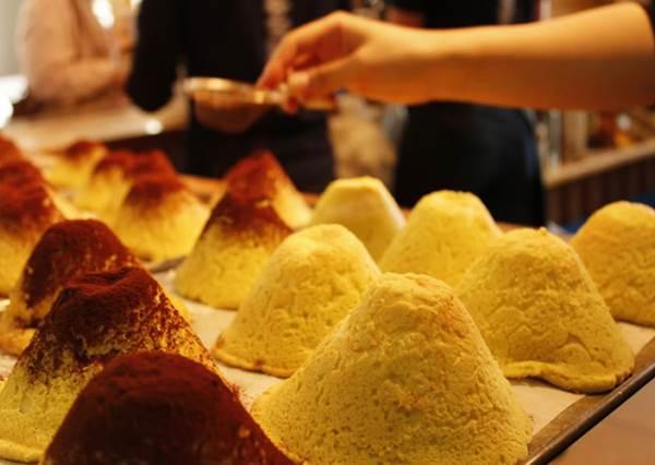 富士山伴手禮5選!可愛到捨不得吃,尤其撒了可可粉的哈密瓜麵包你一定沒吃過!