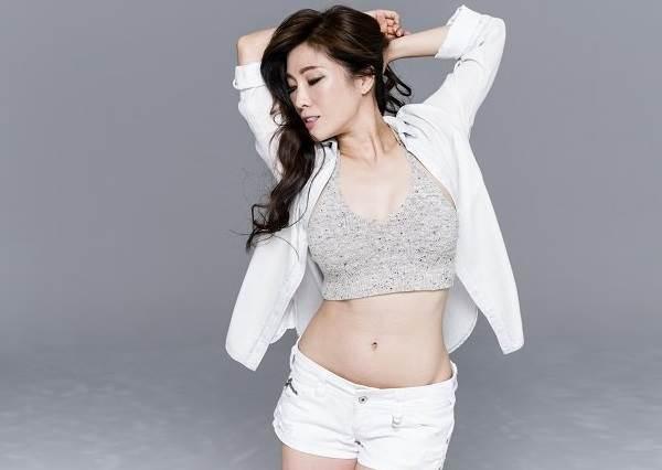 誰說只有仰臥起坐才能瘦小腹? Kimiko教你站著就能做的「腰瘦」運動!