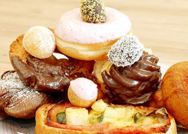 甜甜圈吃到飽企劃!抹茶控可以專攻抹茶口味的甜甜圈,就算輸了也甘願啊!