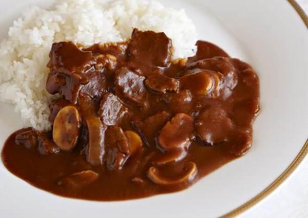 跟咖哩飯味道最搭的配菜是?想不到日本狂熱者每次都只選這一種!