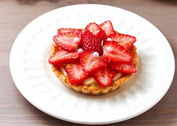 自製手工甜點一樣能萌爆少女心! DIY公主系甜點「草莓塔」不變型竟然要放錢幣?