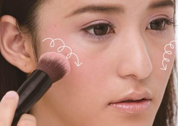 誰說腮紅只能畫臉頰? 桃花戀愛妝最關鍵就是這一步!