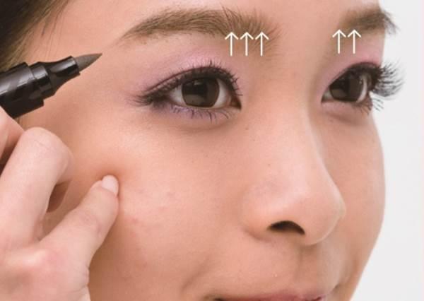 完美眉型關鍵是「眉毛反向刷」? 6個最常見的眉唇頰Q&A,一次解答!