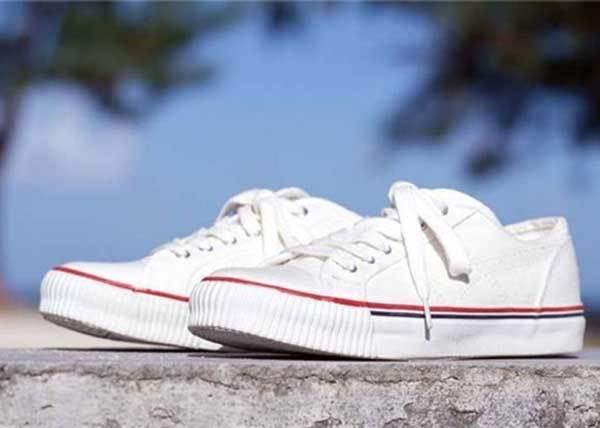 爽身粉能讓鞋子不沾沙、牙膏就能去汙漬? 10個穿白布鞋一定要知道的小撇步!