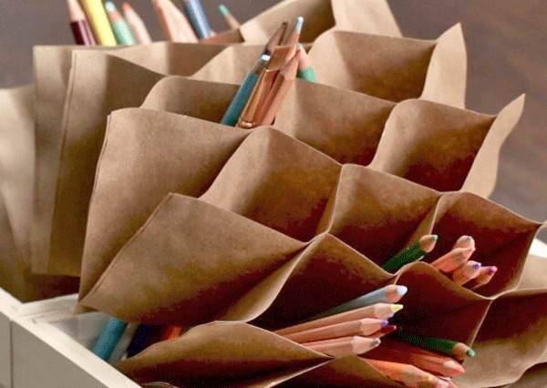 這麼多隻筆要如何收拾? 用紙DIY「蜂巢式收納盒」,保證連老師都會想來參觀!