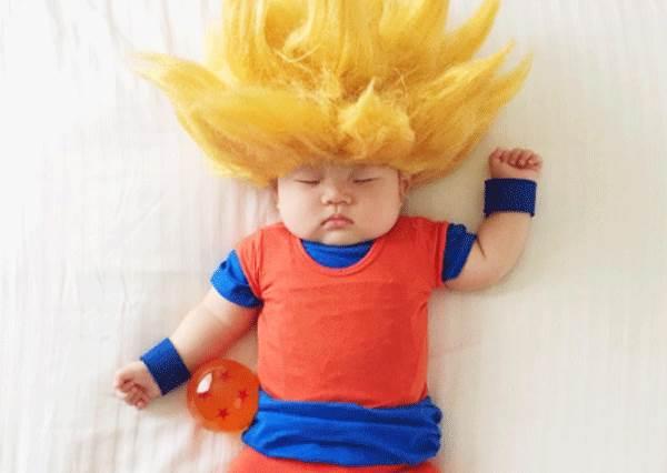 小孩長大後看到照片會怎麼想?媽咪惡搞熟睡萌娃,連小美人的貝殼裝也毫無違和感!