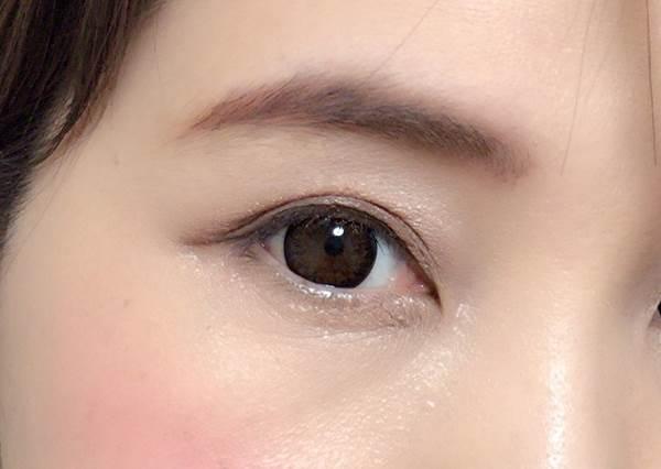 日本美妝必買的這款眉粉超強大!看步驟教學畫出不會掉的自然款眉毛♡