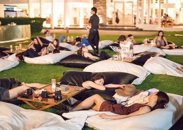 再也不用到野外露營了 韓國全新概念仿野營餐廳來嘍!