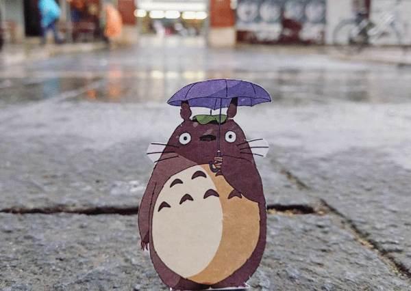 龍貓現身街頭也毫無違合感!用一張紙就能玩出街景藝術,尤其第4張自然到嚇壞你!