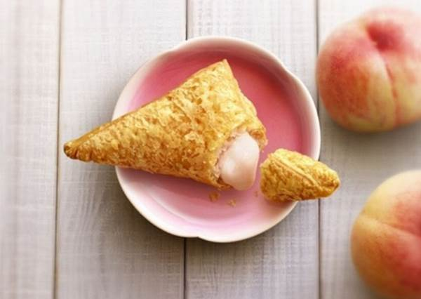 【日本麥當勞推季節限定的森永焦糖奶昔還有水蜜桃派!】經典的童年回憶耶~~~ 能不吃嗎 ?!