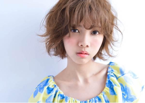微捲瀏海其實比短瀏海更顯瘦?日本秋季女生最愛的TOP5瀏海造型,快跟著剪!