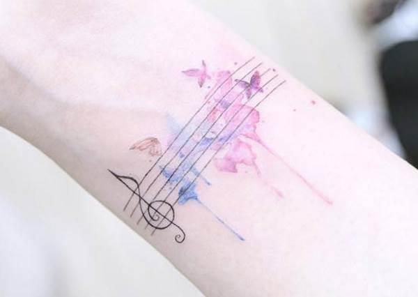 手腕刺渲染五線譜更夢幻!8大文青系「音符微刺青」,就像每天被旋律圍繞有好心情