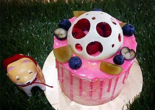 【高雄巷弄手工甜點鋪有可愛柴犬陪你喝下午茶!】每款甜點看來CP值都爆表, 還有提供客製蛋糕服務呢!
