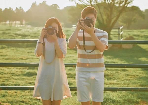 這動作有愛又能顯臉小?韓國CP的旅行攝影日記,就是要和你同個POES走遍各地❤