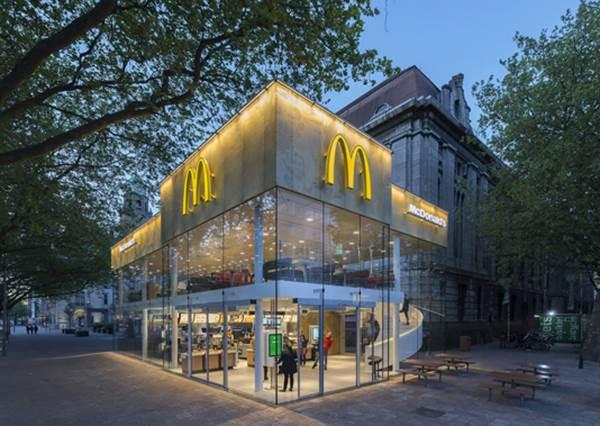【坐落於荷蘭街頭,全世界最美的麥當勞】難怪鹿特丹的街道怎麼拍都美,連麥當勞都超美的啊