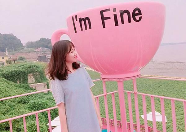 這家咖啡廳下面還有超美的游泳池?!韓國IG超夯打卡「粉紅咖啡杯」,怎麼拍都美!