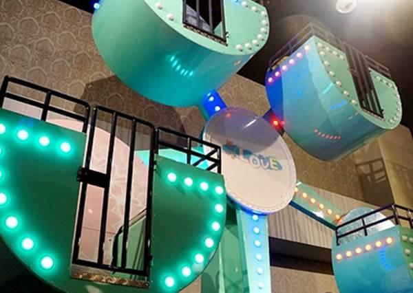 【 全台唯一室內有摩天輪的親子餐廳即將在台北三重開幕 ! 】 夢幻TIFFANY顏色的摩天輪 , 就連大人都想坐上去了阿~