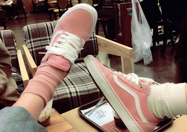 快抓姊妹一起失心瘋!韓國「夢幻粉色」限定少女鞋,難怪身邊朋友瘋狂找代購