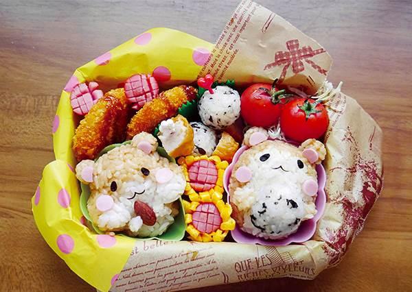 原來用蛋來包熱狗就變出太陽花了!動手作「黃金鼠便當」,日本媽媽簡易食譜大公開