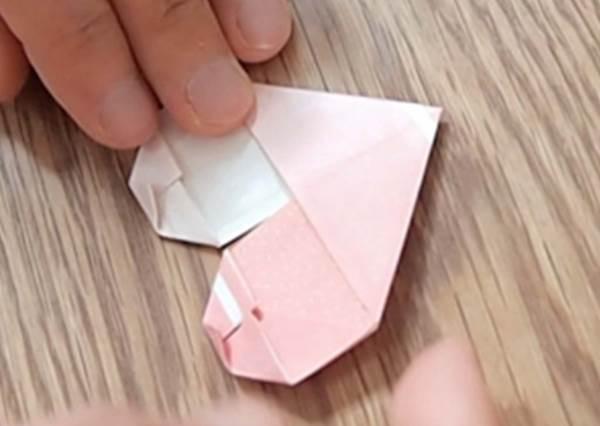 還只會摺ㄑ字型的筷架?等餐時可以玩的3種筷套摺紙,當你摺出心型絕對會被朋友羨慕