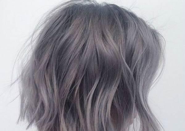 純灰色就別染了!今年入冬更推「鈴蘭灰」,若有似無的暖色調就是要這樣配!